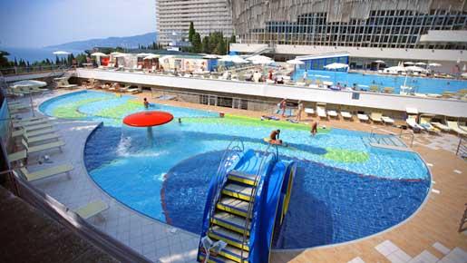 бассейн с подогреваемой морской водой